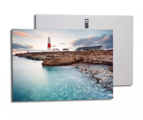 Foto obraz na 1 cm silné desce Kapa Fix je vždy bez ozdobného rámu a má na zadní straně háček pro zavěšení na zeď.